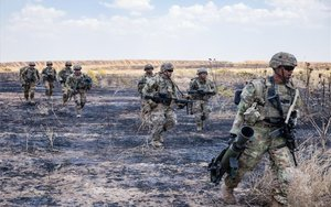 Tropas militares estadounidenses en una base de Irak.