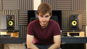 El youtuber Jaime Altozano en su estudio.