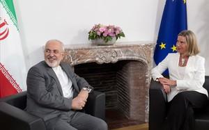 Javad Zarif y Federica Mogherini, en Bruselas.