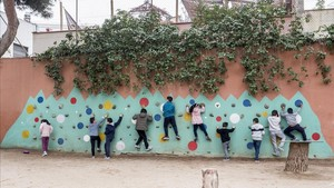 Hora del patio en el colegio La Farigola del Clot, de Barcelona, el pasado viernes.