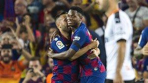 Jordi Alba felicita a Ansu fati tras el 1-0 de este al Valencia en el Camp Nou.