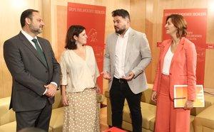José Luis Ábalos, Adriana Lastra, Gabriel Rufián y Carolina Telechea, durante una reunión entre PSOE y ERC en el Congreso.