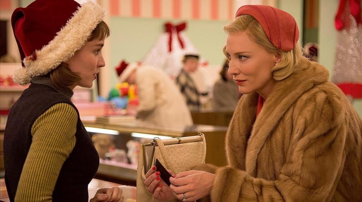 Rooney Mara y Cate Blanchett en la película Carol