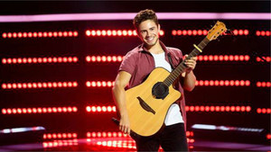 Oskar Proy durante su presentación en The Voice Australia.