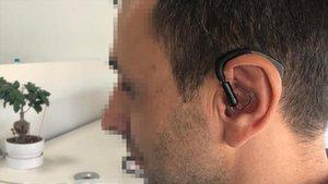Audífono de la clínica Corachan que avisa si se produce una crisis epiléptica.