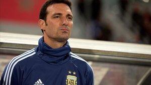 Scaloni, entrenador de Argentina, durante el partido ante Marruecos.
