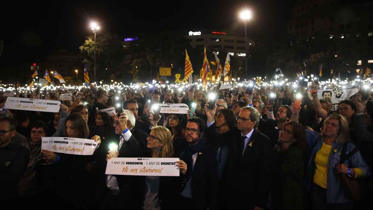 Unas 10.000 personas se han concentrado por los Jordis en el aniversario de su prisión preventiva.