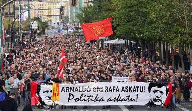 Manifestación a favor de la libertad de Arnaldo Otegi, este sábado en San Sebastián.