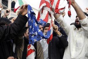 Manifestantes iranís protestan contra EEUU en las calles de Teherán tras el asesinato de Soleimani.