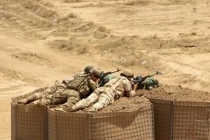 Soldados iraquís participan en maniobras coordinadas por instructores militares españoles.