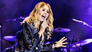 """Tiran huevos y llaman """"facha"""" a Marta Sánchez en un concierto en Badalona"""