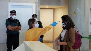 Medidas de seguridad frente al coronavirus en un aeropuerto.