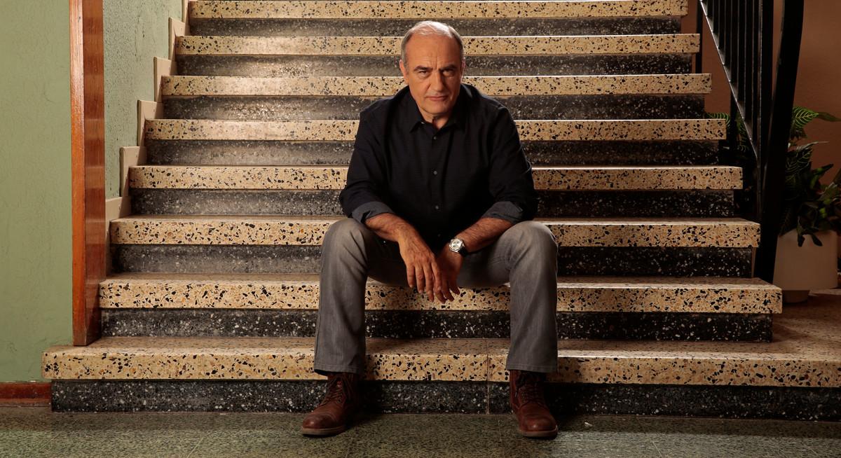 El actor Francesc Orella, en una imagen promocional de la segunda temporada de la serie de TV-3 'Merlí'.
