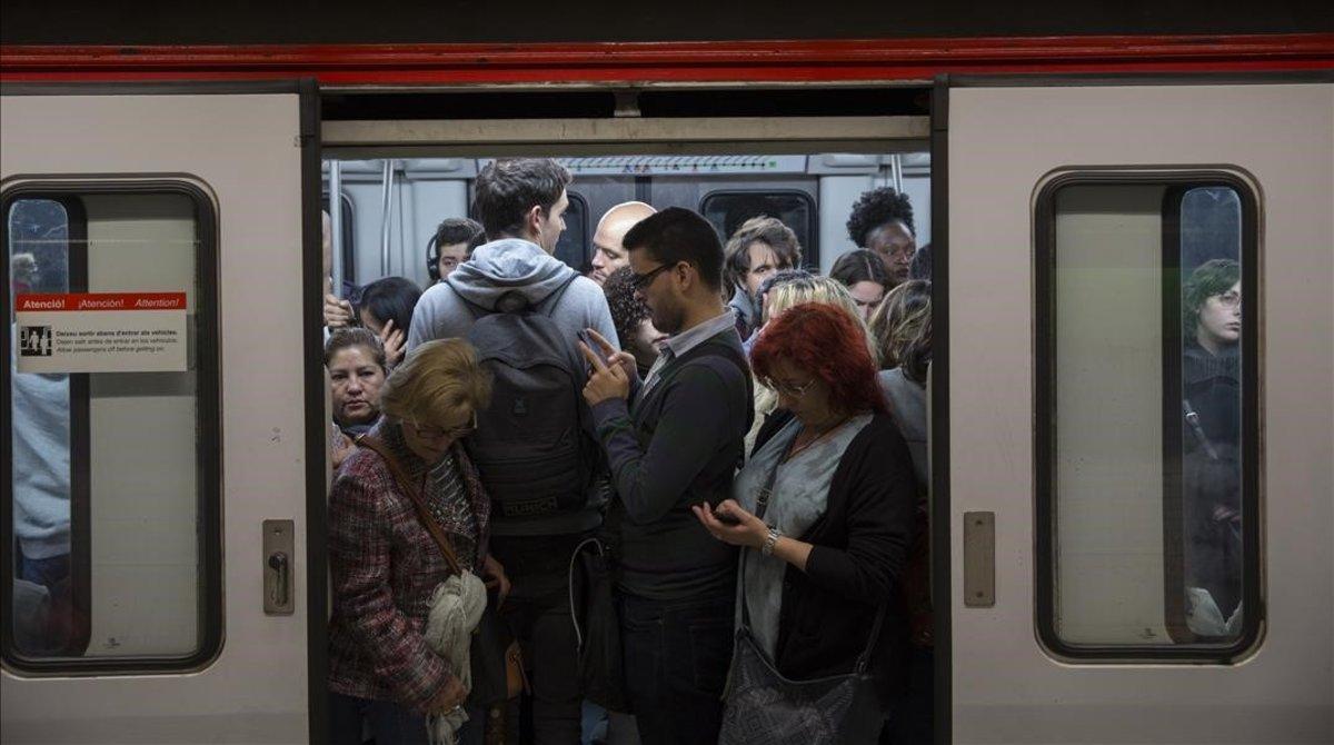 Metro lleno en Plaza España