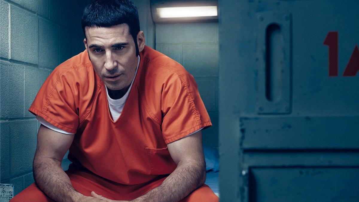 Miguel Ángel Silvestre, en una escena de la serie 'En el corredor de la muerte'.