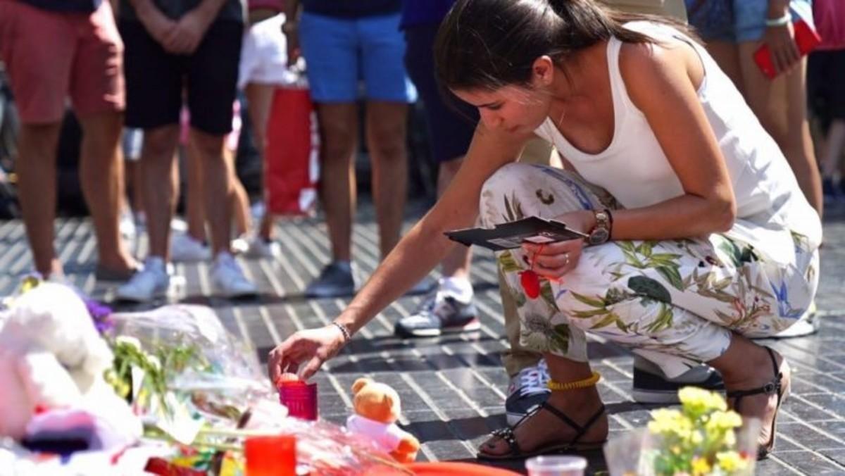 Muestra de duelo en La Rambla de Barcelona después de los atentados del 17 de agosto.