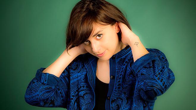 L'artista de Vic CarlaSerratinterpreta 'LuckyOne'per a Música Directa.