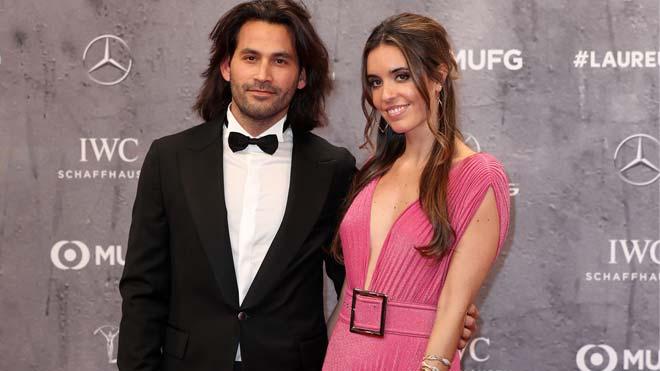 Ona Carbonell anuncia su embarazo. En la foto, la nadadoray su novio, Pablo Ibáñez, en la alfombra roja de los premios Laureus, el 17 de febrero, en Berlín.