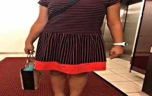 Imagendel vestido de la niña que fue eliminada en el torneo de ajedrez de Malasia por ir vestida de manera inapropiada subida por su profesor en su perfil de Facebook.