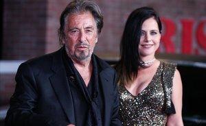 Al Pacino y Meital Dohan, en la 'premiere' de 'El irlandés', en Los Ángeles, el pasado octubre.