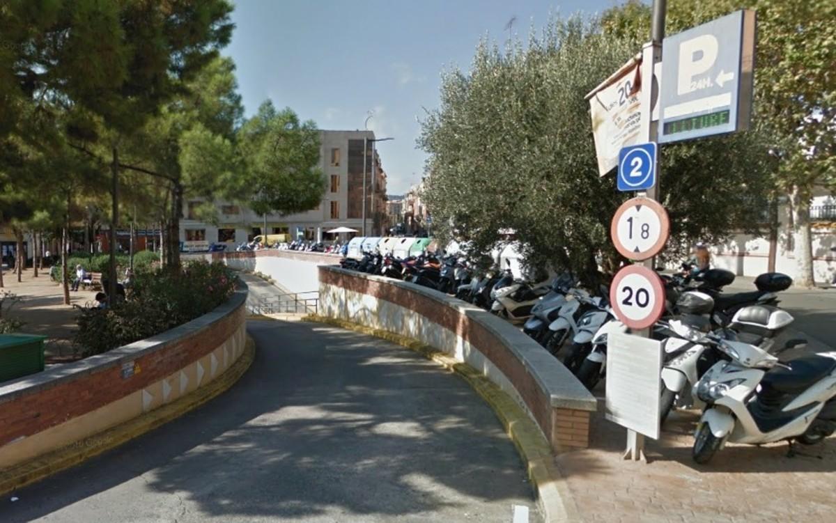 Els sense sostre que dormien en un pàrquing del centre de Mataró són atesos