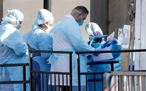 Personal médico en Turquía combatiendo el coronavirus