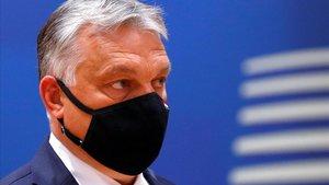 El primer ministro húngaro, Viktor Orbán, con mascarilla en la cumbre europea del pasado 18 de julio en Bélgica.