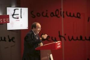 El primer secretari del PSC, Miquel Iceta, en roda de premsa a la seu del partit, ahir a Barcelona.