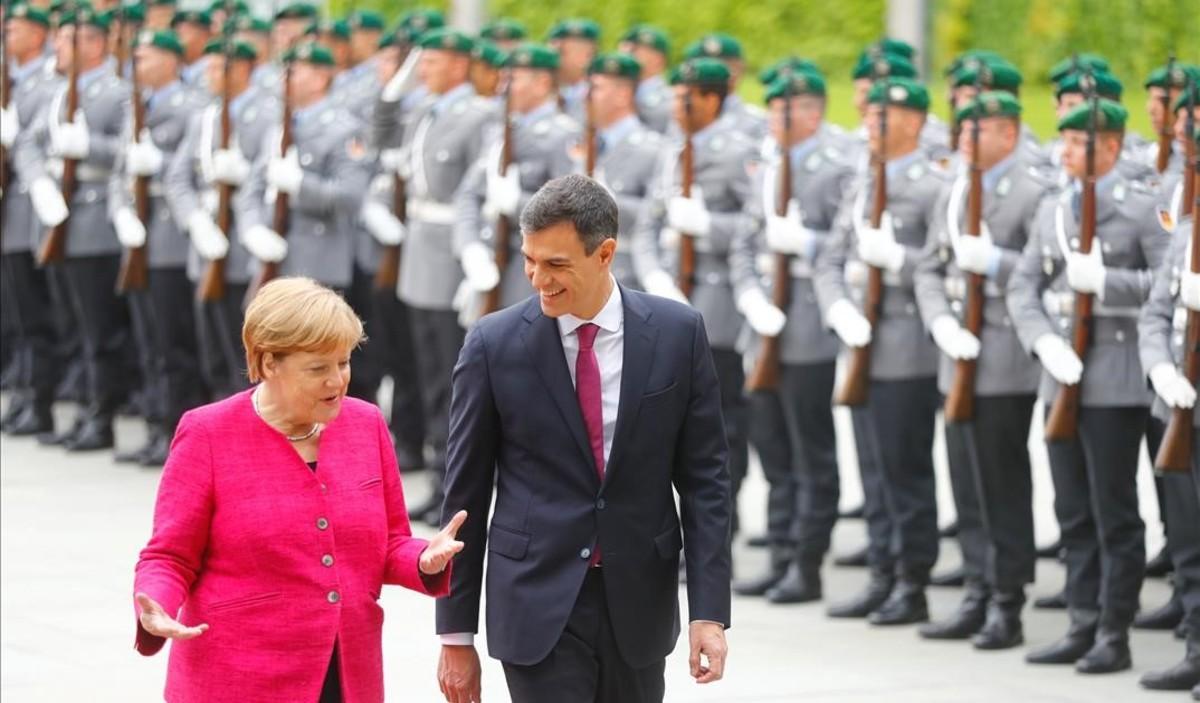 Primera reunión entre Pedro Sánchez y Angela Merkel en Berlín.