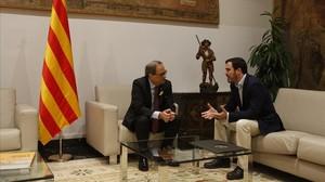 Quim Torra recibe a Alberto Garzón en el Palau de la Generalitat.