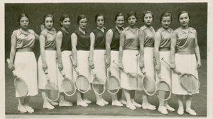 Un grupo de raquetistas profesionales, en un frontón de losaños 30.