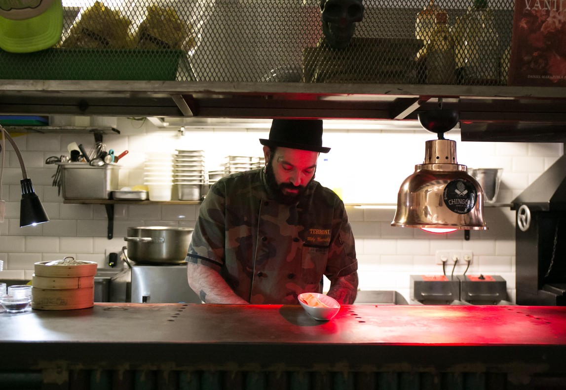 El chef Miky Manrubia da un toque californiano de lo más atrevido a sus platos en El Chingón.