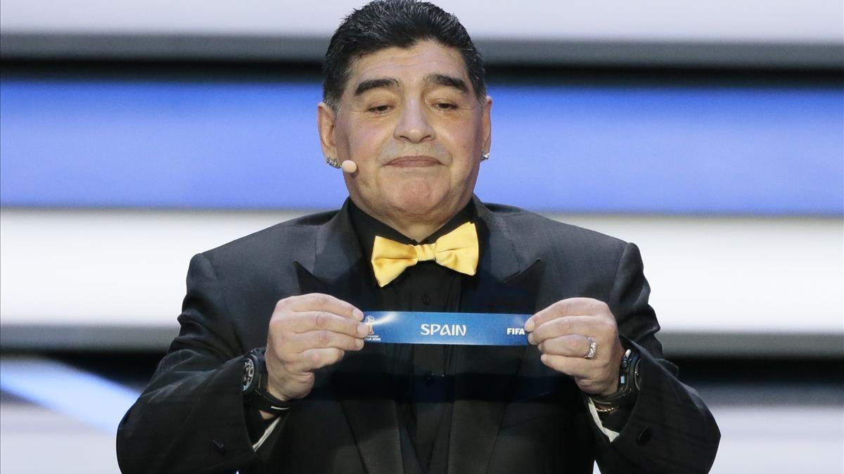 Maradona, durante el sorteo del Mundial de Rusia.