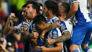 Los jugadores del Espanyol celebran un gol contra el Zorya en Cornellà.