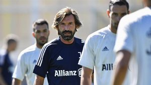 Pirlo, en el centro, en un entrenamiento de la Juventus.