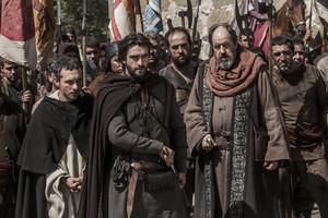 Pablo Derqui y Aitor Luna, en la serie La catedral del Mar, en Antena 3.