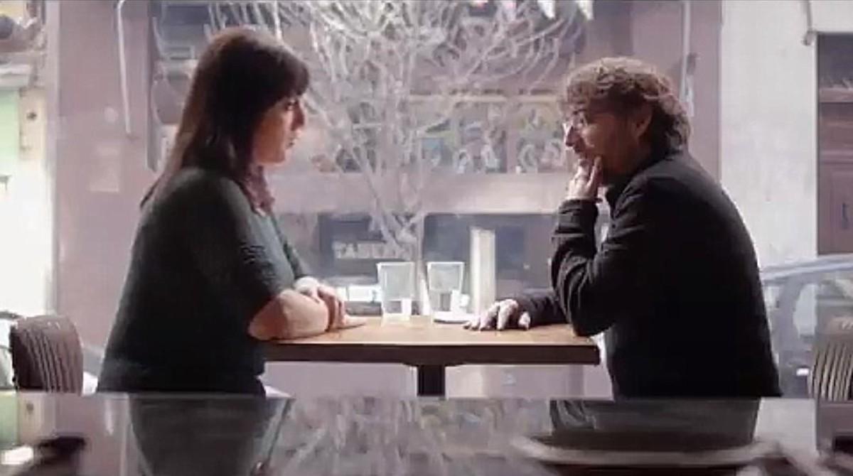 Jordi Évole conversa con la activista Amelia Tiganus, una víctima de trata de blancas, en 'Salvados', La Sexta.