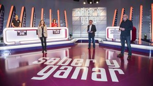 Jordi Hurtado, con Pilar Vázquez y Jesús Cardenal, en el plató de 'Saber y ganar'.