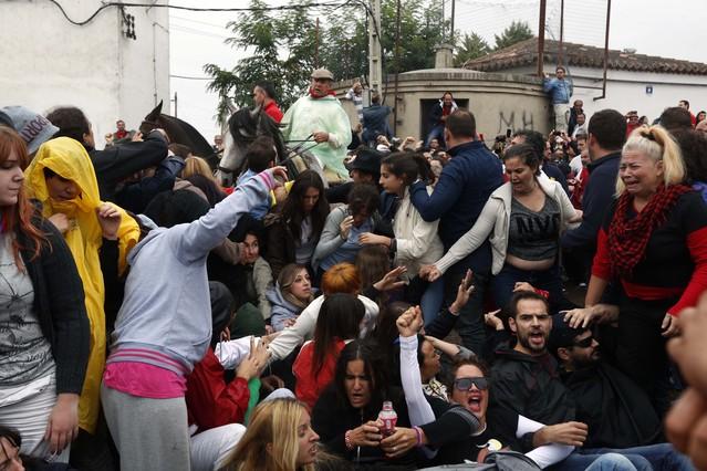 Los primeros altercados entre defensores del Toro de la Vega y periodistas que cubren este acontecimiento se han desencadenado poco antes de las diez de la mañana.