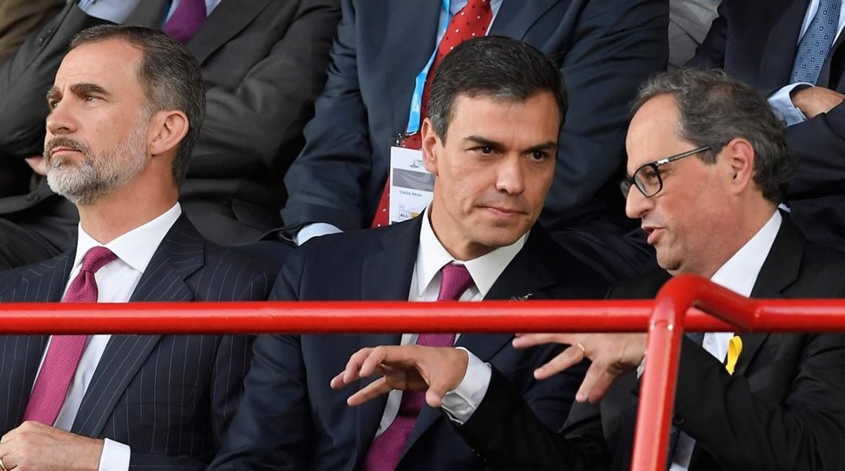 Torra charla con Sánchez.