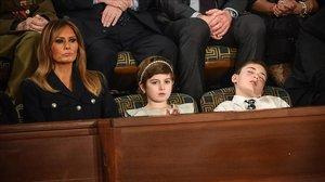 Donald Trump invita a Joshua, que sufre acoso por apellidarse como él y se duerme en pleno discurso del Estado.