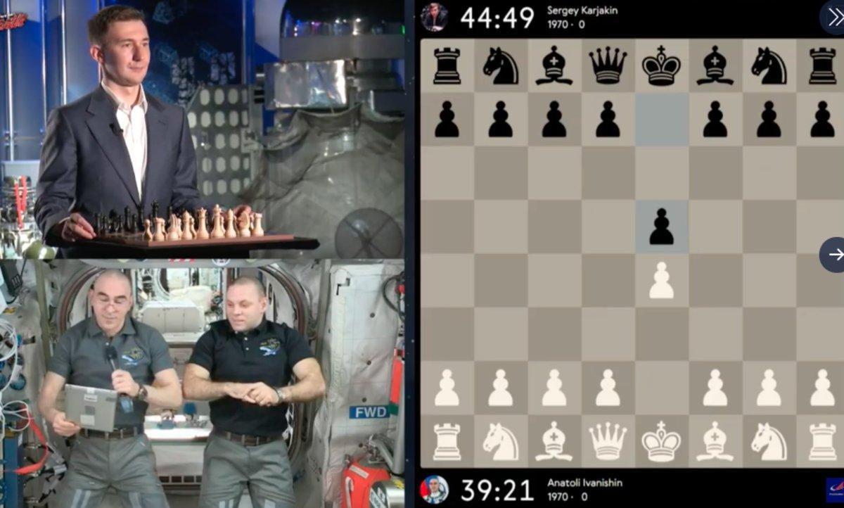 Una imagen de la partida entre Kariakin con los astronautas de la Estación Espacial