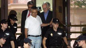 Teddy Bautista a su salida de la Audiencia Nacional tras ser interrogado por el juez Pablo Ruz en 2011