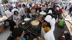 El Festival de Sopes del Món Mundial, este año suspendido por el Covid-19, es una de las actividades clásicas celebradas anualmente en la marquesina de Via Júlia.