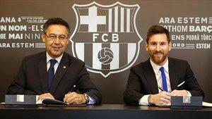 Noviembre del 2017, Bartomeu y Messi en la renovación del contrato del argentino.