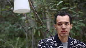 Un raper poeta entre el genocidi i la guerra