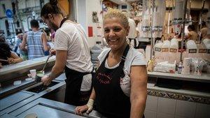 Teresa Moreno, propietaria de la horchatería El Tío Che, en la Rambla del Poblenou.