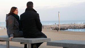Pili y Julián en una playa de Barcelona donde solían acudir con Sergi