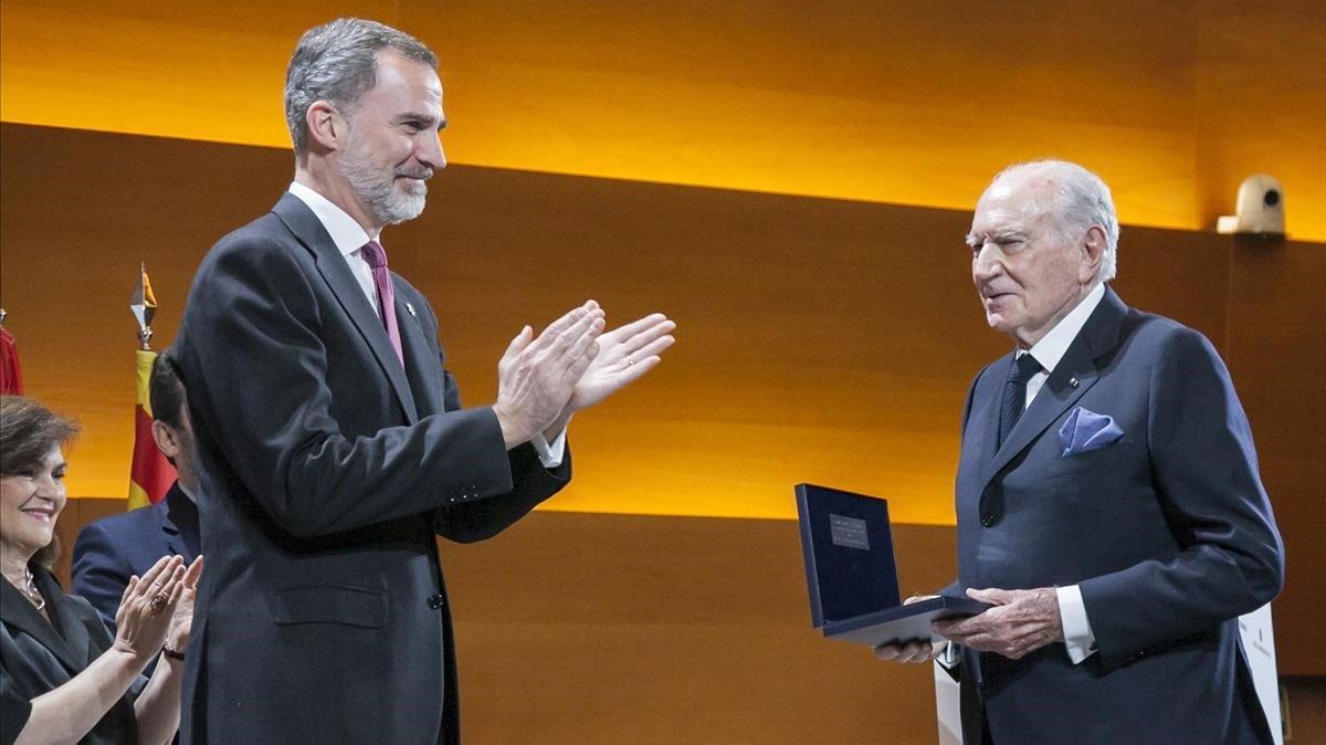 El Rey entrega el Premio Reino de España a Mariano Puig.