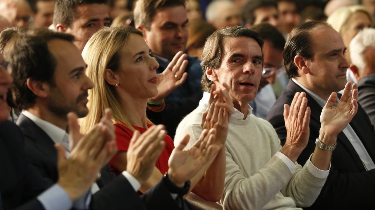 La candidata del PP por Barcelona, Cayetana Álvarez de Toledo, junto al expresidente del Gobierno, José María Aznar.